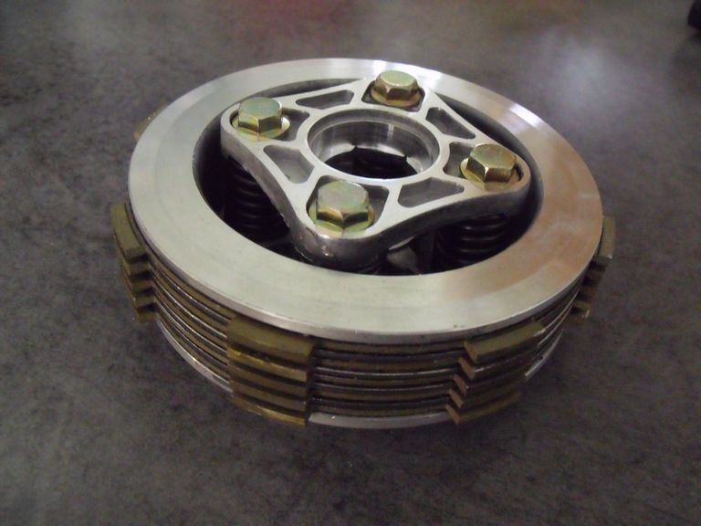 Embrayage neuf complet; Honda 125CBT1 & T2, CMT & CMC