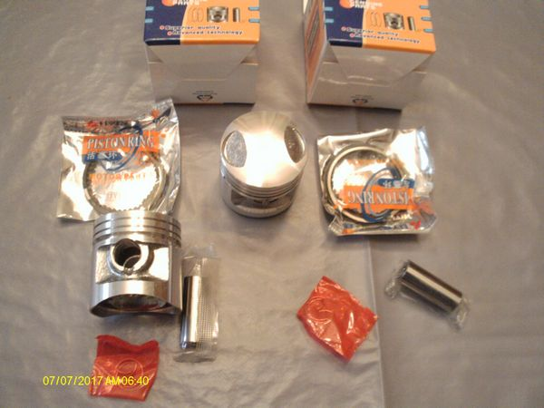 Honda 125CB T1, T2, TD; 2 pistons complets, neufs, cote 0.50
