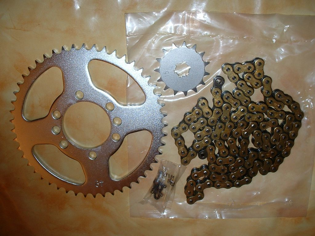 Kit-chaine 428H normes ISO: Yamaha 125DTMX 15x49 ou autres